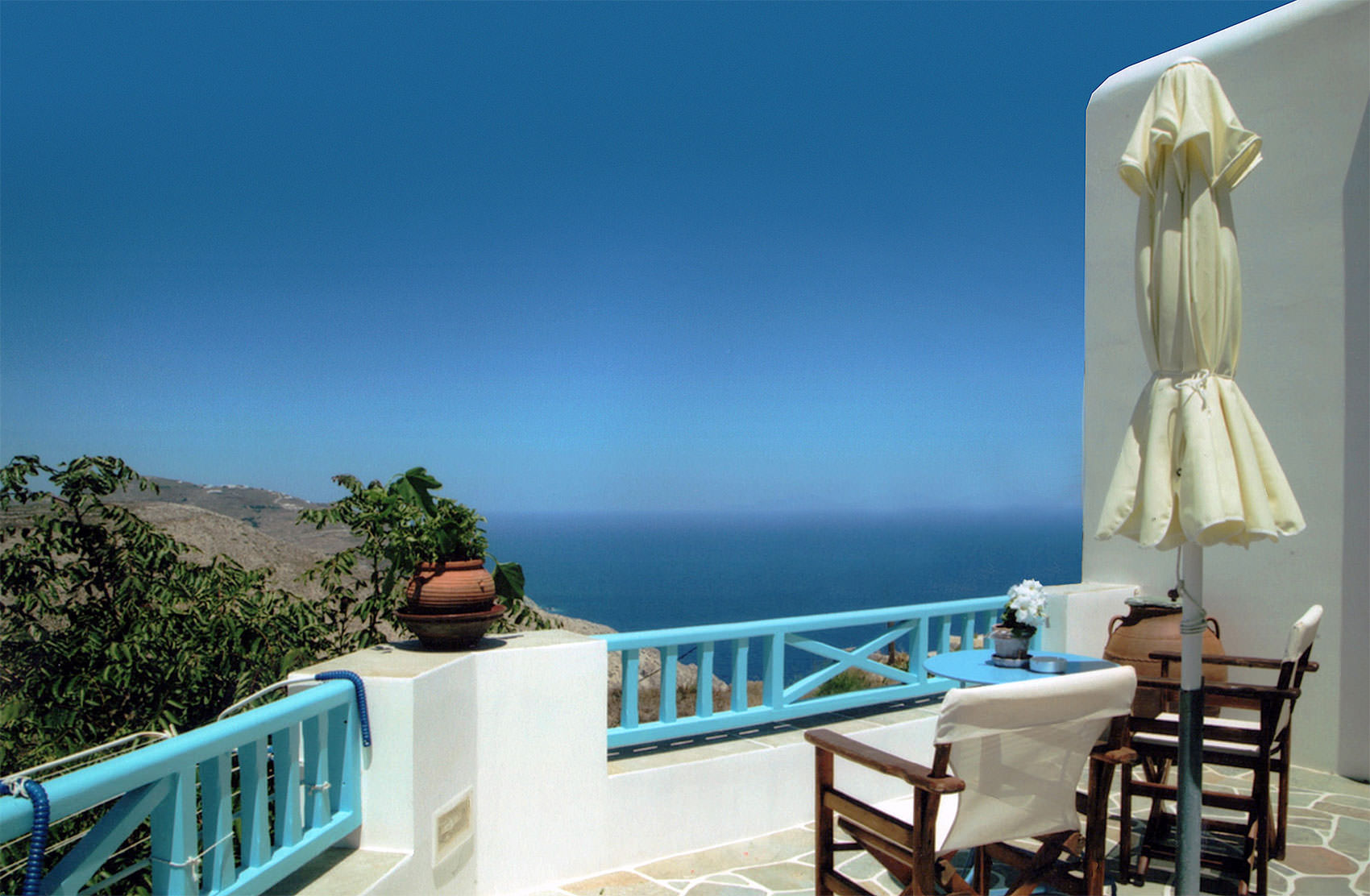 Georgia's Rooms to Let | Hotel Folegandros